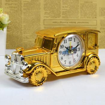 Креативен стаен часовник във формата на ретро автомобил