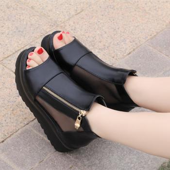 Екстравагантни дамски сандали на платформа с цип в бял и черен цвят