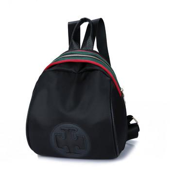 Дамска ежедневна раница в черен цвят с щампа и цветни ленти на ципа