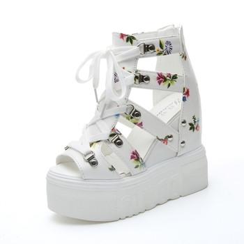 Екстравагантни дамски сандали на платформа с флорални мотиви и връзки