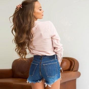 Къси дънкови дамски панталони с цип по дължината и накъсани