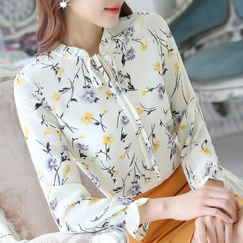 Дамска риза с О-образно деколте в няколко цвята с флорални мотиви