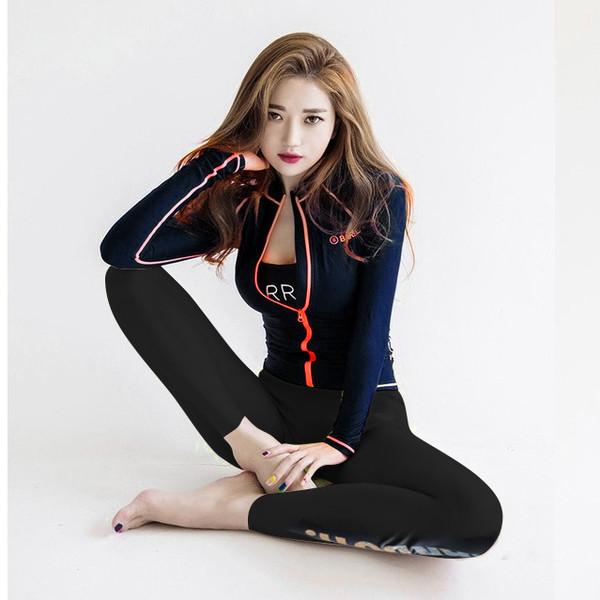 Γυναικεία αθλητική φόρμα με επιγραφές - Badu.gr Ο κόσμος στα χέρια σου 85f05f60d8a