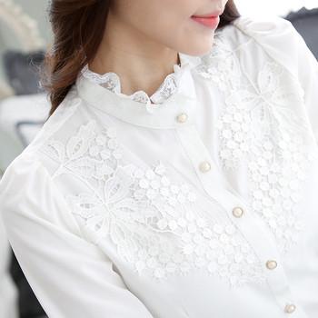 Дамска елегантна риза в бял и черен цвят с дълъг ръкав и бродерия във флорални мотиви
