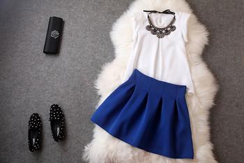 Дамски елегантен комплект от две части блуза с  метална декорация и пола с висока талия