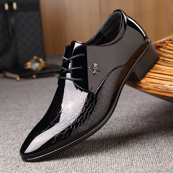 Официални лачени мъжки обувки с метална декорация