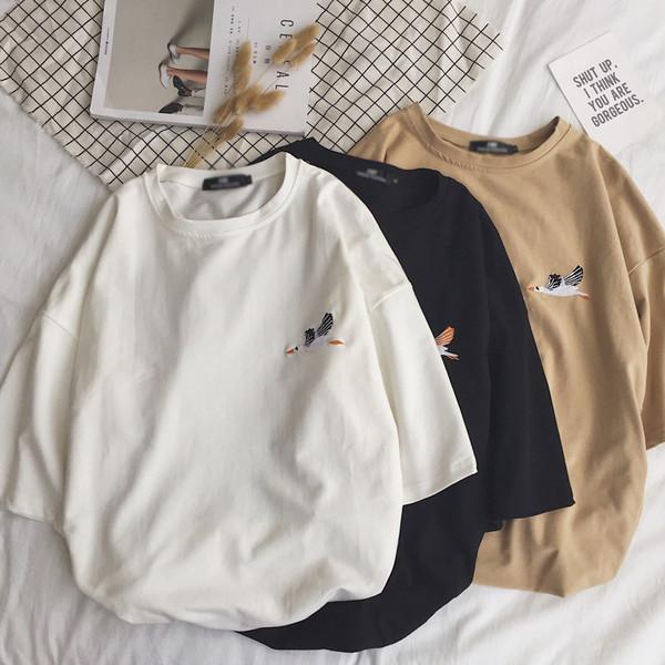 de402fa69e2f Καλοκαιρινό μπλουζάκι με διακοσμητικά κεντήματα σε ευρύ σχέδιο - Badu.gr Ο  κόσμος στα χέρια σου