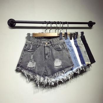 Модерни дамски къси дънки с разкъсани мотиви в различни цветове