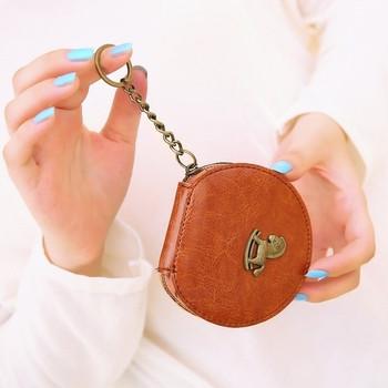 Μικρό γυναικείο πορτοφόλι με αλυσίδα και μεταλλικά στοιχεία