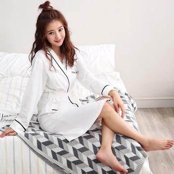 Дамски дълъг памучен халат с надпис и малки джобове
