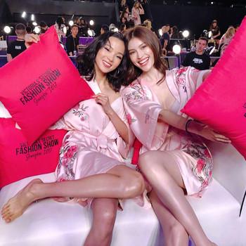 Лек копринен халат с флорални мотиви за дамите