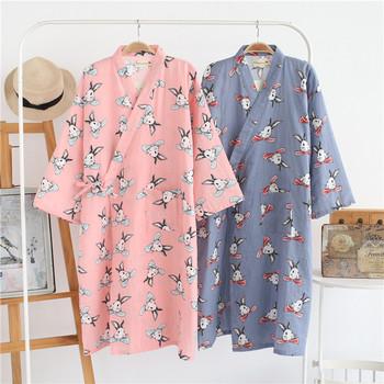 Тънък асиметричен халат за дамите с флорални мотиви и цветни анимации