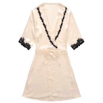 Дамски сатенен халат с декорация от дантела в два модела - къс и дълъг ръкав