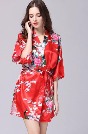 Къс халат за дамите с флорални мотиви в различни цветови гами