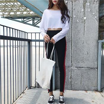 Актуален дамски клин в два модела, с верикални бели/червени ленти