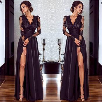 Стилна дамска рокля с дантелени ръкави и странична цепка