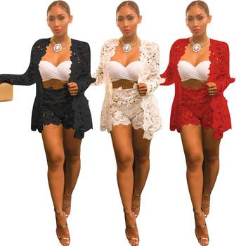 Γυναικείο δαντελοτό κοστούμι από δύο κομμάτια κοντό παντελόνι και μακρύ  σακάκι 912c7596d37