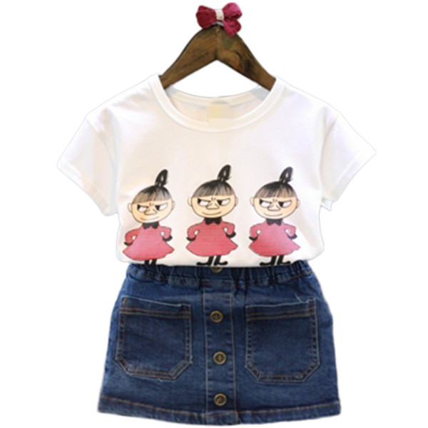 Παιδικό σύνολο για τα κορίτσια σε δύο μέρη T-shirt με λουλούδι απλικέ και  τζιν με κουμπιά και τσέπες - Badu.gr Ο κόσμος στα χέρια σου d73614b357c