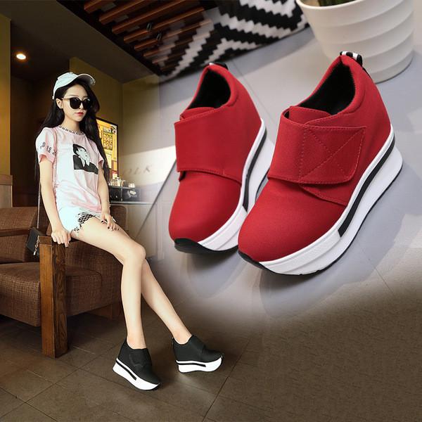 c13c1c18332 Γυναικεία αθλητικά παπούτσια σε πλατφόρμα με ταινία Velcro - Badu.gr Ο  κόσμος στα χέρια σου