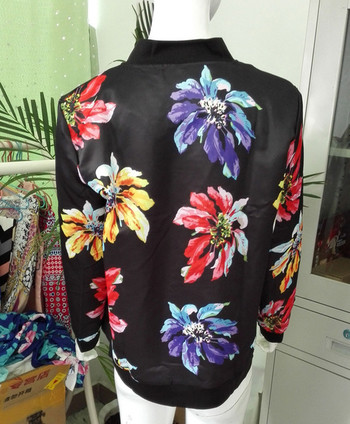 Γυναικείο καλοκαιρινό μπουφάν  με φερμουάρ σε floral δικαίωμα