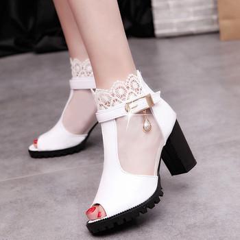Елегантни дамски сандали на ток в бял и черен цвят