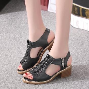 Стилни дамски сандали с нисък дебел ток в три цвята