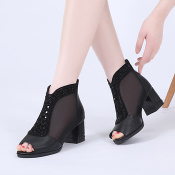 Стилни дамски сандали с нисък дебел ток в два цвята