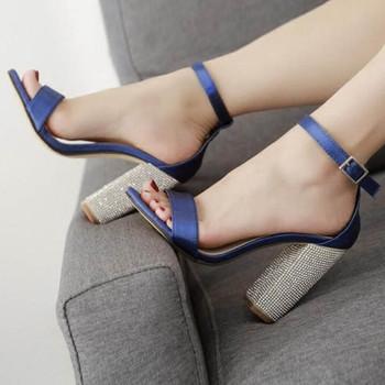 138ee86c2ee Семпли елегантни дамски сандали на висок ток с декоративни камъни ...