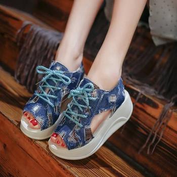 Дамски дънкови сандали на висока подметка