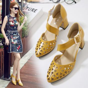 Обувки на дупки и каишка  с дебел ток в няколко цвята