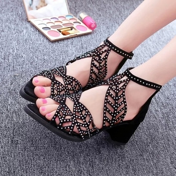 Дамски стилни сандали в два модела в черен и бял цвят