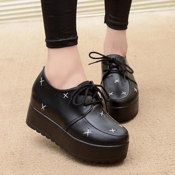 Модерни дамски кожени обувки в различни модели и декорация цип