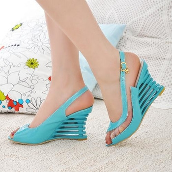 Дамски сандали в четири цвята с интересен ток