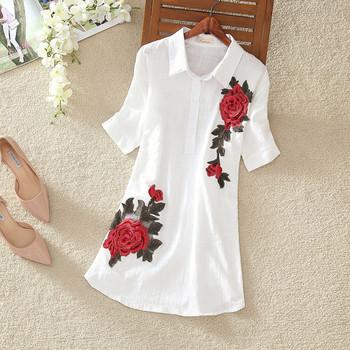 Дамска стилна дълга риза с цветна бродерия