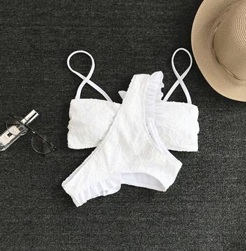 Нежен дантелен бял бански от две части с тънки презрамки