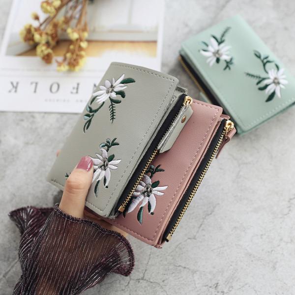 114274ba00 Γυναικείο πορτοφόλι με κέντημα λουλούδι σε διάφορα χρώματα - Badu.gr Ο  κόσμος στα χέρια σου