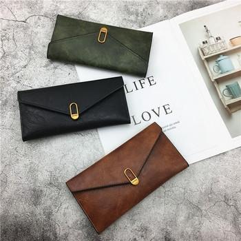 Κομψά γυναικεία πορτοφόλια με μεταλλικό κούμπωμα