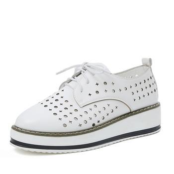 Ежедневни дамски обувки на дупки в черен и бял цвят