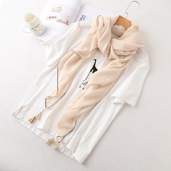 Тънки дамски шалове с пискюли за лятото
