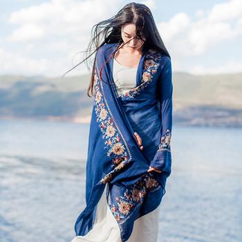 Дамски шалове за лятото с бродирани цветя в няколко модела