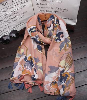 Памучни шалове за лятото с флорални мотиви за дамите