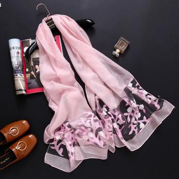 Тънък дамски шал с бродерия цветя в няколко цвята