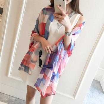 Дамски шал от шифон за лятото с геометрични фигури в няколко цвята