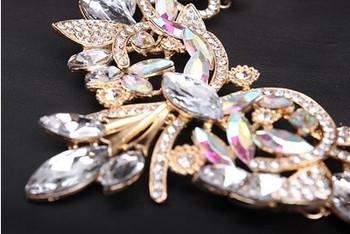 Дамско обемно колие от цветен кристал и скъпоценен камък