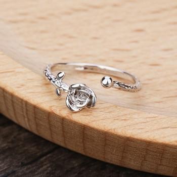 Нежен тънък дамски пръстен във формата на роза