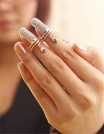 Дамски пръстен за нокти с камъни в два цвята