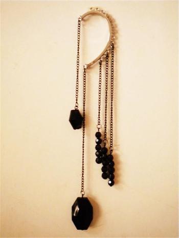 Дамска обеца без закопчалка с висулки камъни