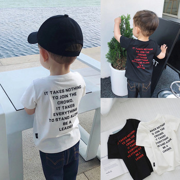 Детска тениска в черен и бял цвят с надпис на гърба