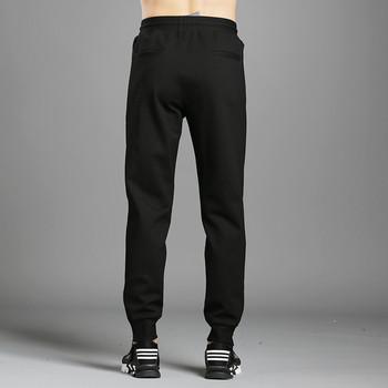 Мъжки спортен анцуг в черен цвят с метални елементи