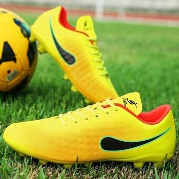 Футболни леки обувки в няколко цвята